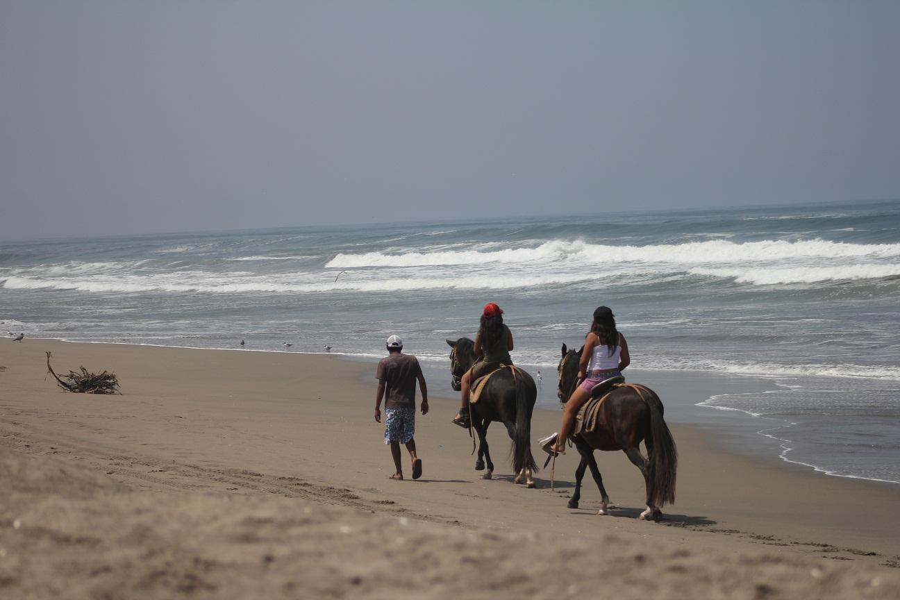Paseo a caballo en Wakama, Perú