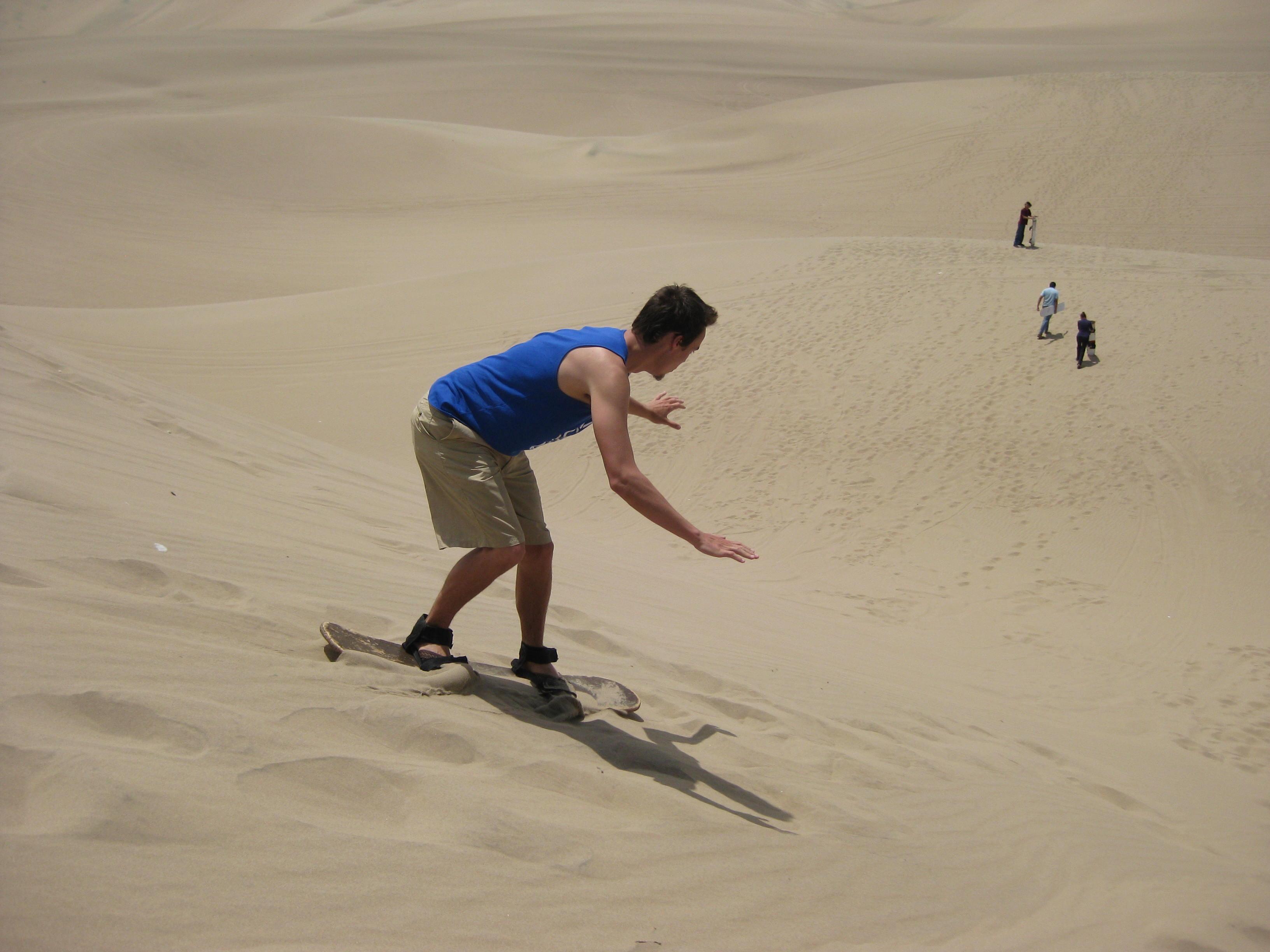 Sandboard en la laguna de la Huacachina