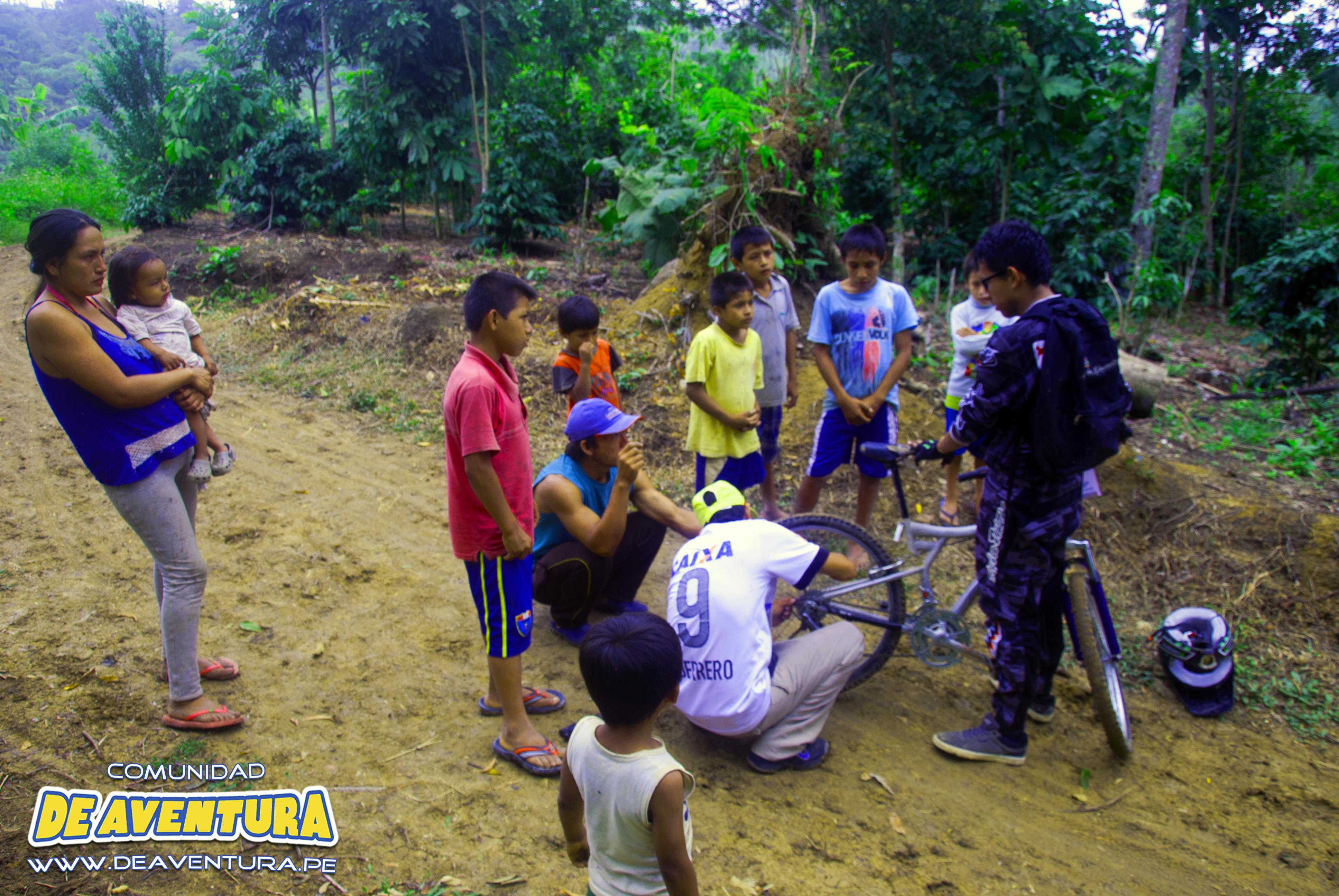 ciclistas rezagados por problemas técnicos