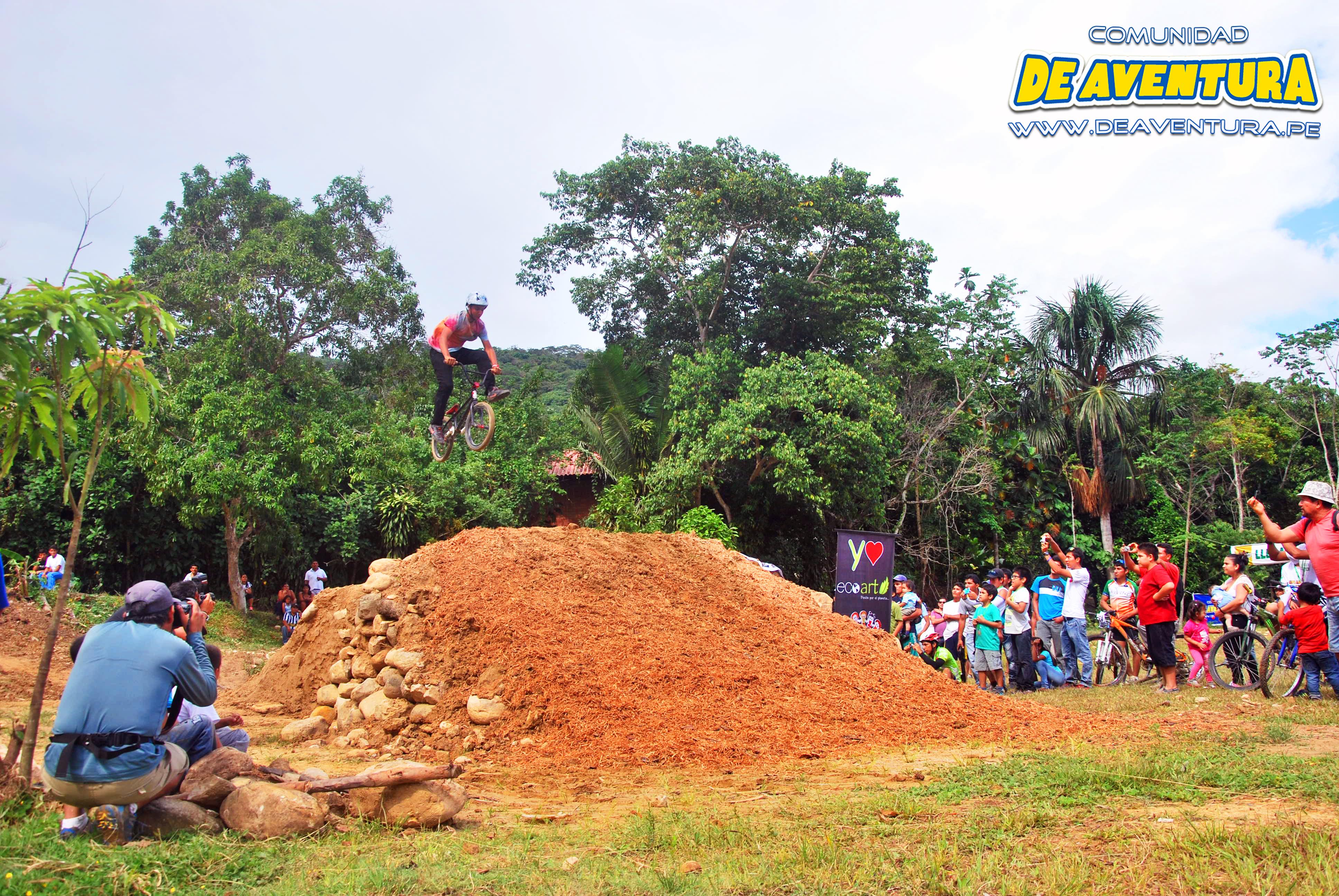 saltos y maniobras en BMX
