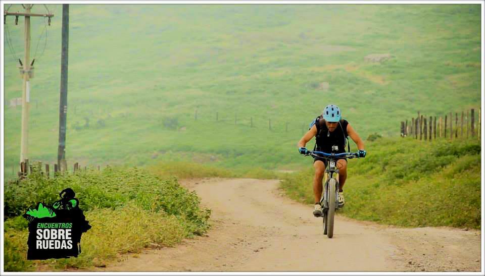 Piter Love en bici hacia Santiago de tula